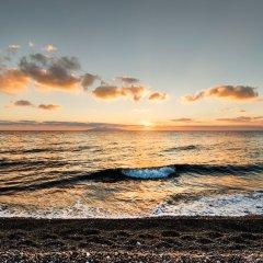 Отель Sea Side Beach Hotel Греция, Остров Санторини - отзывы, цены и фото номеров - забронировать отель Sea Side Beach Hotel онлайн пляж