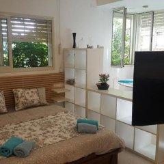 Апартаменты Beach And Park Apartment Тель-Авив комната для гостей фото 2