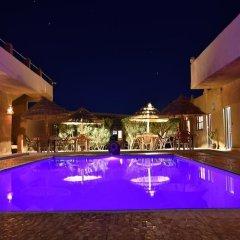 Отель L'Homme du Désert Марокко, Мерзуга - отзывы, цены и фото номеров - забронировать отель L'Homme du Désert онлайн бассейн фото 2