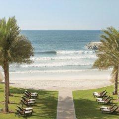 Отель The Ajman Palace пляж