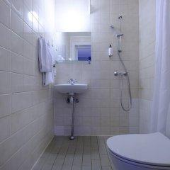 Отель Zleep Hotel Copenhagen City Дания, Копенгаген - 2 отзыва об отеле, цены и фото номеров - забронировать отель Zleep Hotel Copenhagen City онлайн ванная