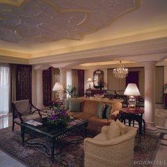 Отель The Leela Palace Bangalore интерьер отеля