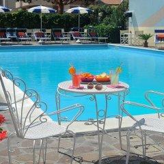 Отель Oceanic бассейн фото 2