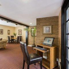 Отель Wilshire Crest Hotel США, Лос-Анджелес - отзывы, цены и фото номеров - забронировать отель Wilshire Crest Hotel онлайн комната для гостей фото 2