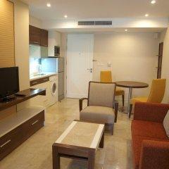 Отель Thomson Residence Бангкок комната для гостей фото 2