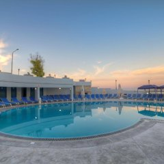 Ambassador Hotel бассейн фото 3