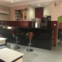 Отель PennyHill Suites and Resorts Нигерия, Энугу - отзывы, цены и фото номеров - забронировать отель PennyHill Suites and Resorts онлайн гостиничный бар