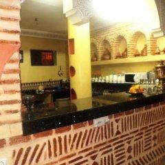 Отель Riad Boutouil гостиничный бар