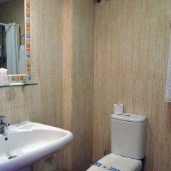 Отель Galicia Испания, Фуэнхирола - отзывы, цены и фото номеров - забронировать отель Galicia онлайн ванная фото 2