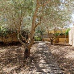 Smadar-Inn Израиль, Зихрон-Яаков - отзывы, цены и фото номеров - забронировать отель Smadar-Inn онлайн парковка