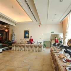 Den Long Do Hotel & Restaurant развлечения