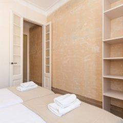 Отель Weflating Sant Antoni Market сейф в номере