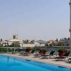 Отель Grand Court Иерусалим бассейн