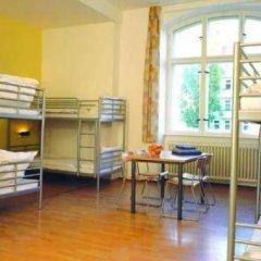 Отель A&O Berlin Friedrichshain 2* Кровать в общем номере с двухъярусной кроватью фото 6