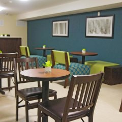Отель La Quinta Inn & Suites Oshawa питание фото 2