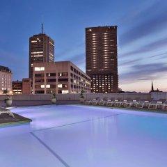 Отель Hilton Québec Канада, Квебек - отзывы, цены и фото номеров - забронировать отель Hilton Québec онлайн бассейн