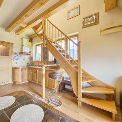 Апартаменты VisitZakopane Vanilla Apartments Косцелиско комната для гостей фото 5