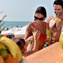 Отель Grifid Hotel Bolero & AquaPark Болгария, Золотые пески - отзывы, цены и фото номеров - забронировать отель Grifid Hotel Bolero & AquaPark онлайн пляж фото 2