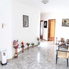 Апартаменты Apartment With 4 Bedrooms in Recanati, With Wonderful Mountain View, Enclosed Garden and Wifi - 8 km From the Beach Реканати комната для гостей