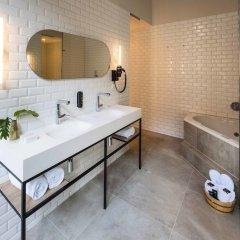 Отель Arena Нидерланды, Амстердам - 10 отзывов об отеле, цены и фото номеров - забронировать отель Arena онлайн ванная