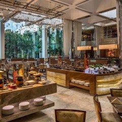 Отель Diamond Hotel Philippines Филиппины, Манила - отзывы, цены и фото номеров - забронировать отель Diamond Hotel Philippines онлайн гостиничный бар