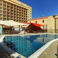 Отель Marriott Armenia Hotel Yerevan Армения, Ереван - 12 отзывов об отеле, цены и фото номеров - забронировать отель Marriott Armenia Hotel Yerevan онлайн бассейн