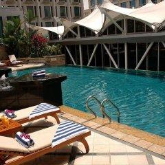 Peninsula Excelsior Hotel бассейн
