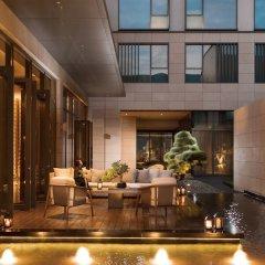Отель Joyze Hotel Xiamen, Curio Collection by Hilton Китай, Сямынь - отзывы, цены и фото номеров - забронировать отель Joyze Hotel Xiamen, Curio Collection by Hilton онлайн бассейн фото 2