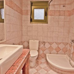 Отель Aselinos Suites ванная фото 2