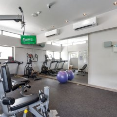 Oakwood Hotel Journeyhub Phuket фитнесс-зал фото 4