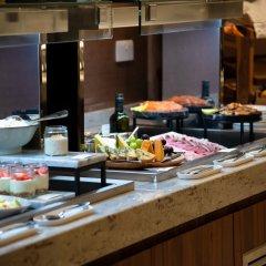 Отель Crowne Plaza London Heathrow T4 Великобритания, Лондон - отзывы, цены и фото номеров - забронировать отель Crowne Plaza London Heathrow T4 онлайн питание фото 3