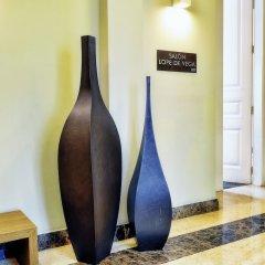 Отель NH Collection Palacio de Tepa сейф в номере