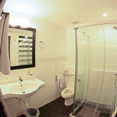 Отель Clock Inn Colombo Шри-Ланка, Коломбо - отзывы, цены и фото номеров - забронировать отель Clock Inn Colombo онлайн ванная фото 2