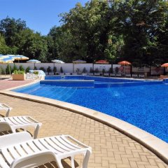 Отель Paradise Green Park бассейн