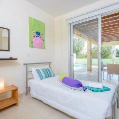 Отель Konnos Beach Villa 3 комната для гостей