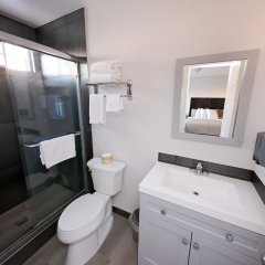 Отель Staples Center Inn Лос-Анджелес ванная
