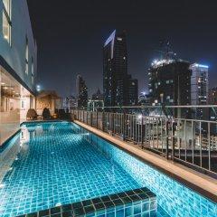 Отель Adelphi Suites Bangkok бассейн фото 2