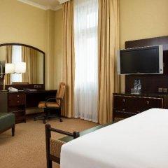 Гостиница Hilton Москва Ленинградская 5* Гостевой номер Hilton с двуспальной кроватью фото 9