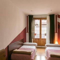 Отель Hostal La Casa de La Plaza Испания, Мадрид - отзывы, цены и фото номеров - забронировать отель Hostal La Casa de La Plaza онлайн комната для гостей фото 5