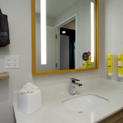 Отель Tru By Hilton Meridian ванная фото 2