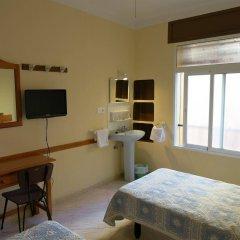 Отель Hostal Guillot Торремолинос удобства в номере