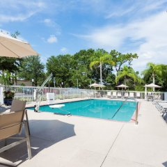 Отель Holiday Inn Express & Suites Sarasota East бассейн