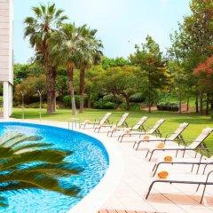 Отель Ibis Cornella бассейн