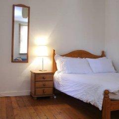 Отель Sweet 1 Bedroom Apartment in Old Town Великобритания, Эдинбург - отзывы, цены и фото номеров - забронировать отель Sweet 1 Bedroom Apartment in Old Town онлайн комната для гостей фото 2