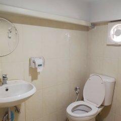 Отель Miku Guesthouse Бангкок ванная фото 2