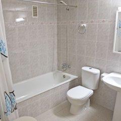 Отель RVhotels Apartamentos Ses Illes Испания, Бланес - отзывы, цены и фото номеров - забронировать отель RVhotels Apartamentos Ses Illes онлайн ванная