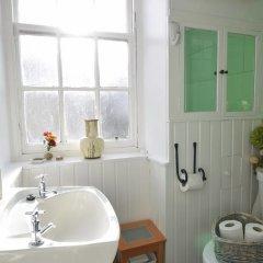 Отель Bright New Town 2 bed Apt - 5 Mins to Princes St Великобритания, Эдинбург - отзывы, цены и фото номеров - забронировать отель Bright New Town 2 bed Apt - 5 Mins to Princes St онлайн ванная