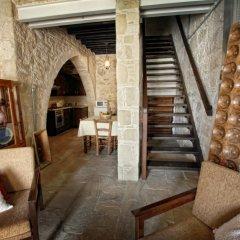 Отель Leonidas Village Houses бассейн