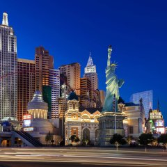 Отель New York New York вид на фасад