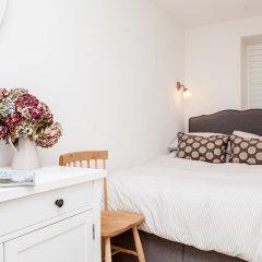 Отель Stylish 2 Bedroom Garden Apartment in Notting Hill Великобритания, Лондон - отзывы, цены и фото номеров - забронировать отель Stylish 2 Bedroom Garden Apartment in Notting Hill онлайн комната для гостей фото 4
